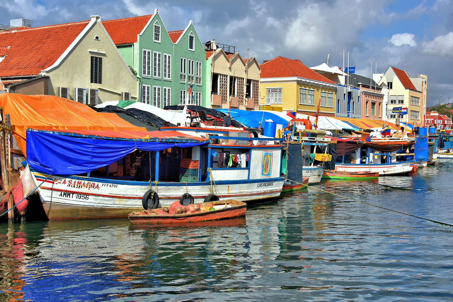 Floating Market in Punda, Eastside of Willemstad, Curaçao - Encircle Photos