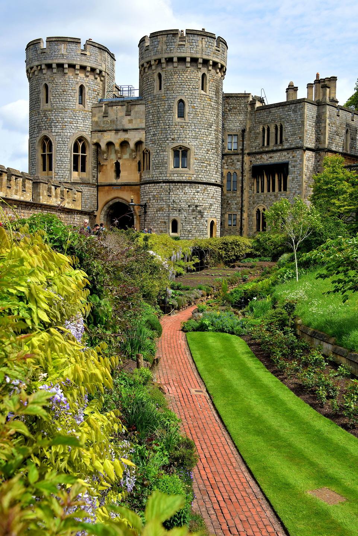 Dvorci koje verovatno nikada nećete posedovati - Page 6 England-Windsor-Castle-Queen-Mary-s-Doll-House