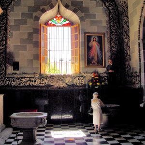 Old Woman Praying in Church in Mazatlán, Mexico - Encircle Photos