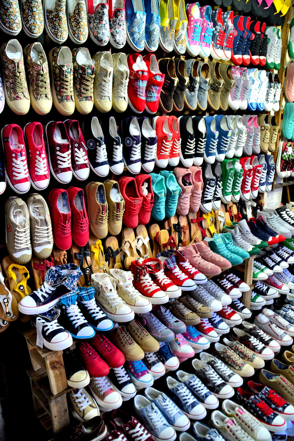 Where and How to buy cheap shoes in Hanoi?
